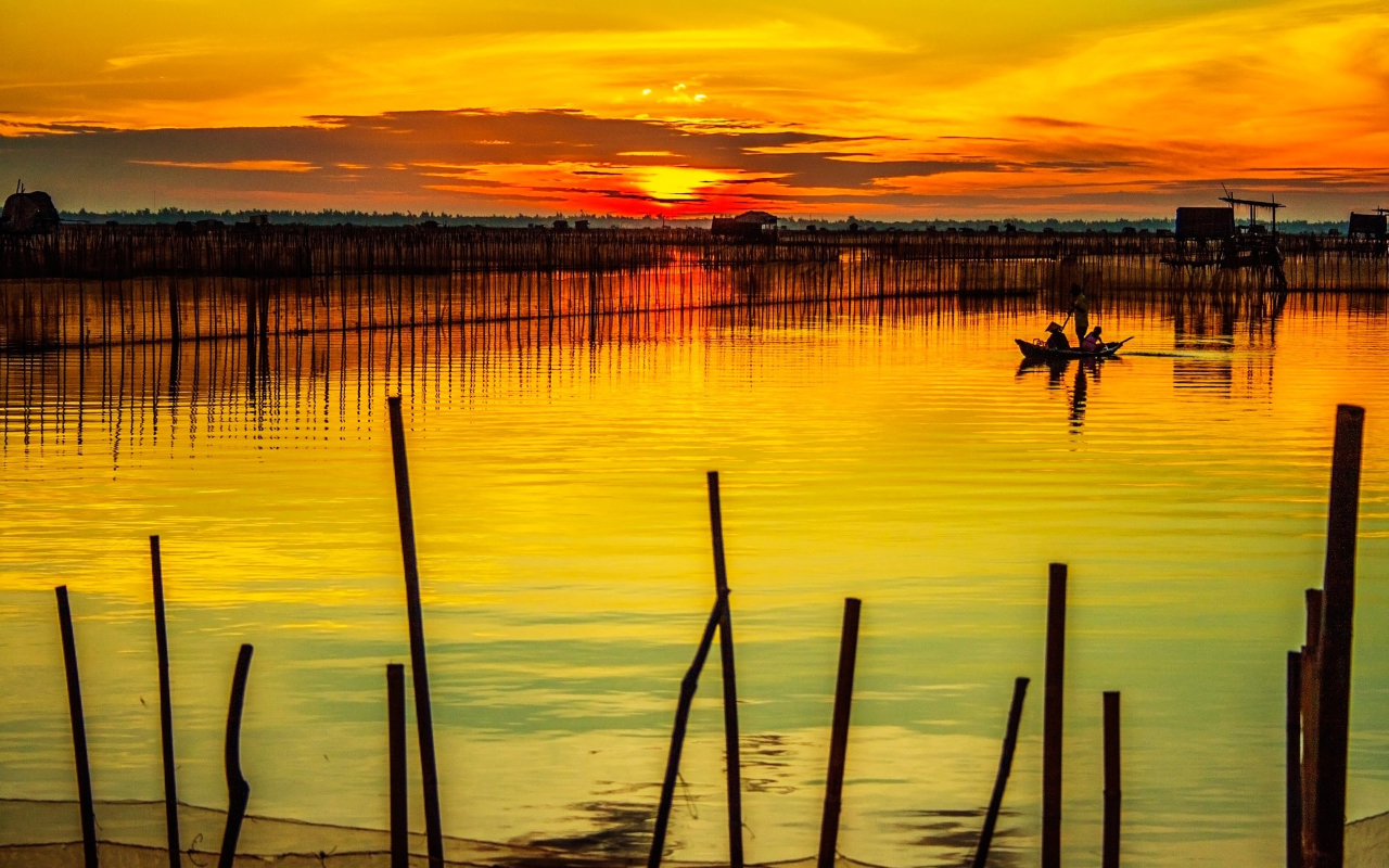 Tam Giang Lagoon in Hue, Vietnam - photo by Peakpx under CC0 1.0