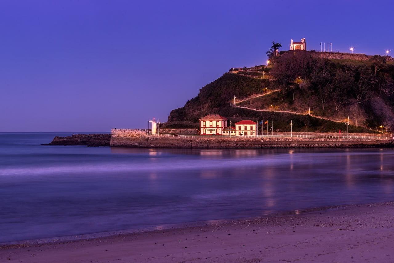 Ribadesella, Asturias, Spain - photo by Klaa2014 under Pixabay License
