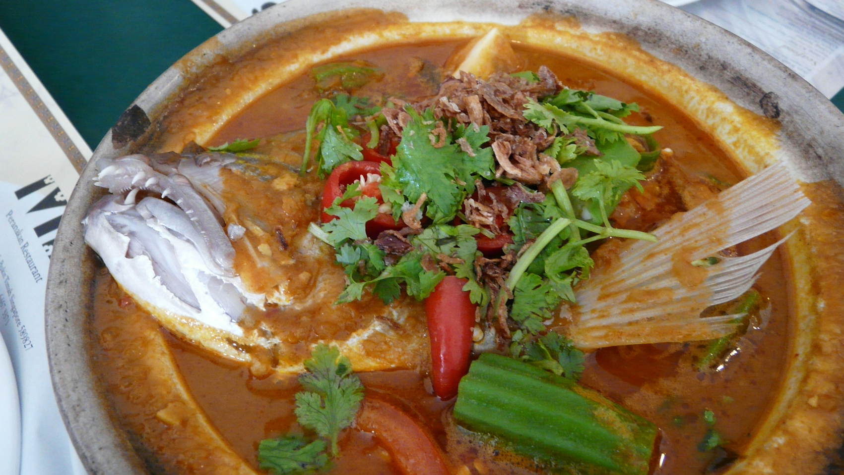 Anthony Bourdain Indonesia - Gulai Kepala Ikan - photo by Chensiyuan under GFDL and CC-BY-SA-4.0,3.0,2.5,2.0,1.0